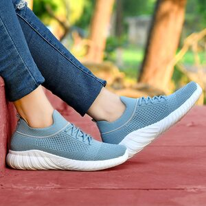 Best sports shoes under 500